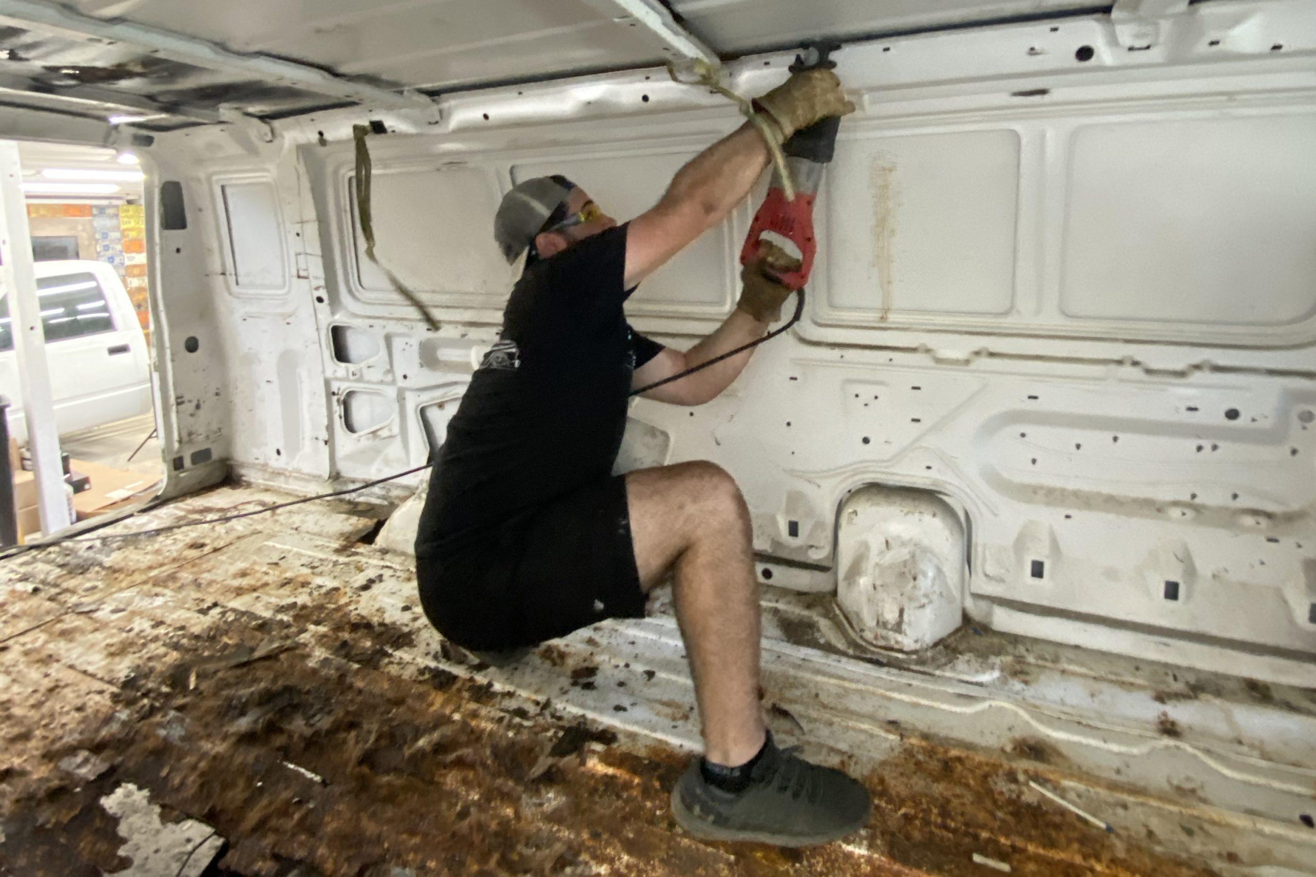 Cutting roof Ford Era van