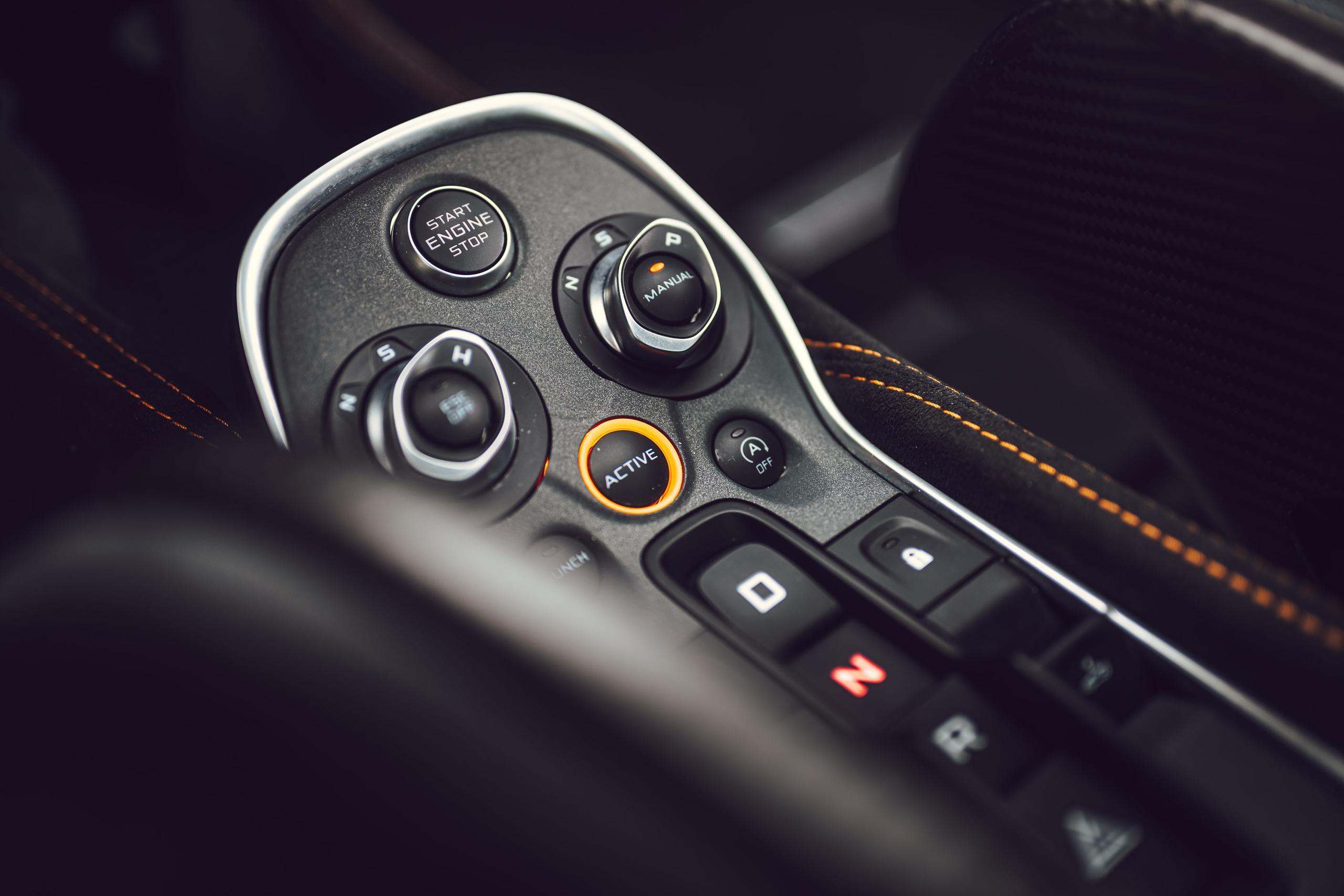 McLaren 675LT center console