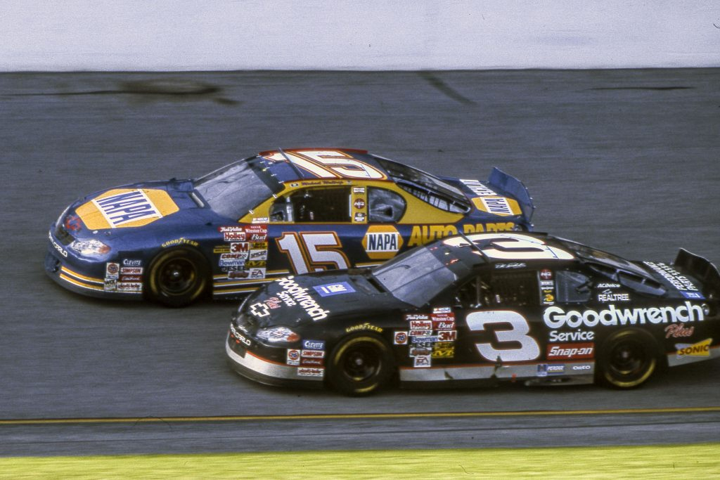 Dale Earnhardt 2001 Daytona 500 action vs Waltrip