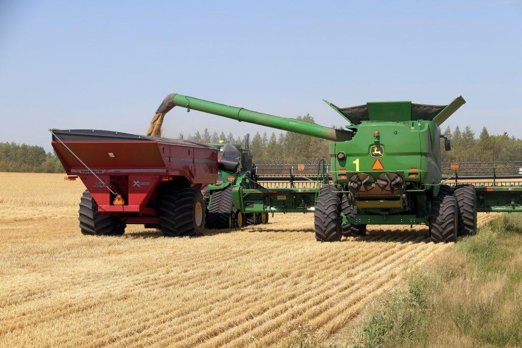 John Deere Tractor heavy machines at work