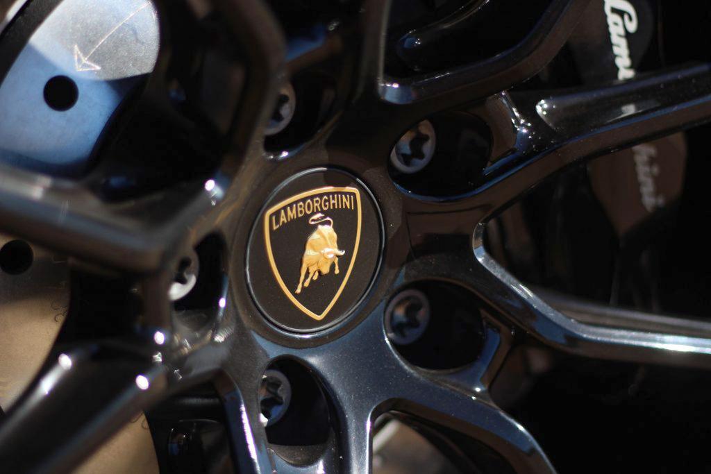 2020 Lamborghini Evo RWD wheel detail