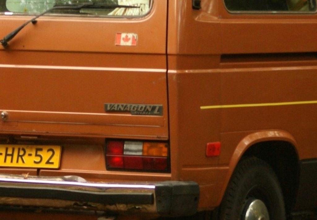 1982_Volkswagen_T3_Vanagon_Diesel_(10498234344)