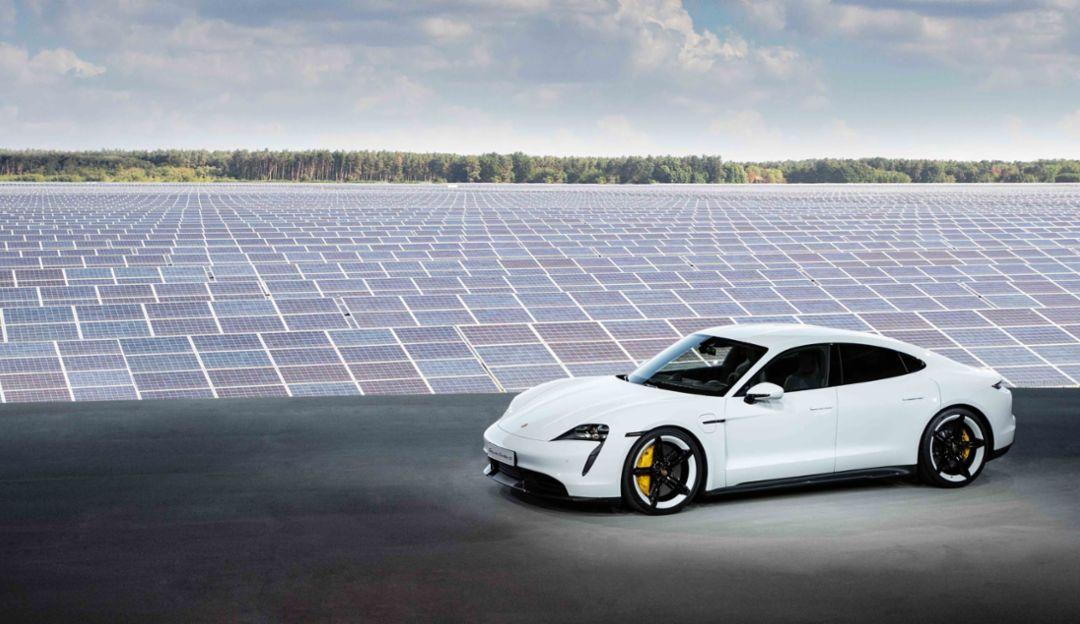 Porsche Taycan profile