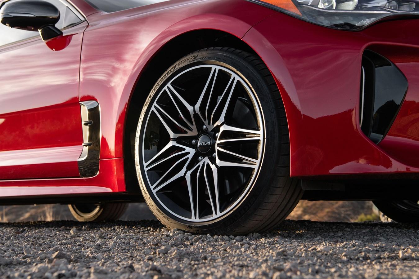 2022 Stinger GT front wheel detail