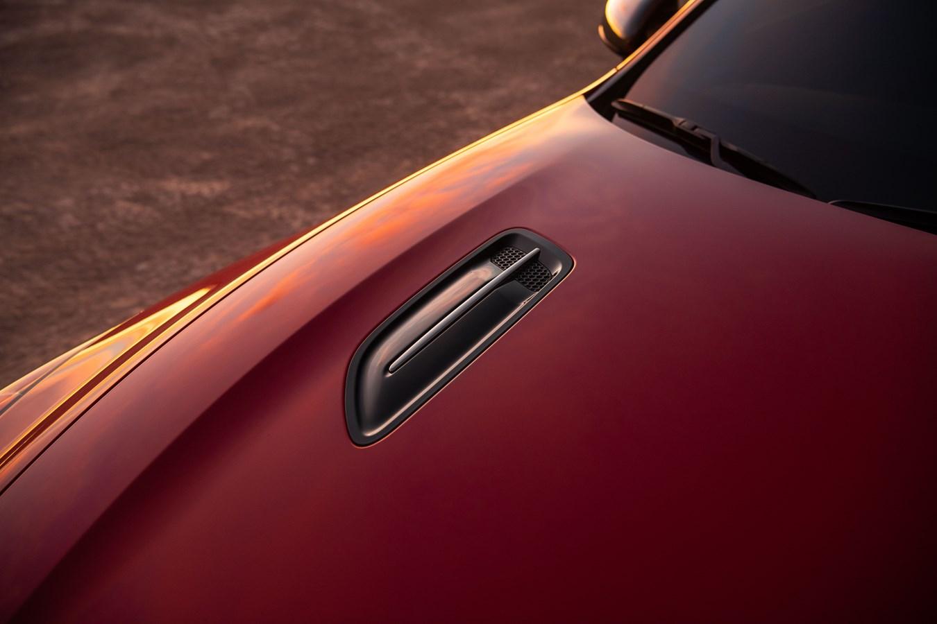 2022 Stinger GT hood vent detail