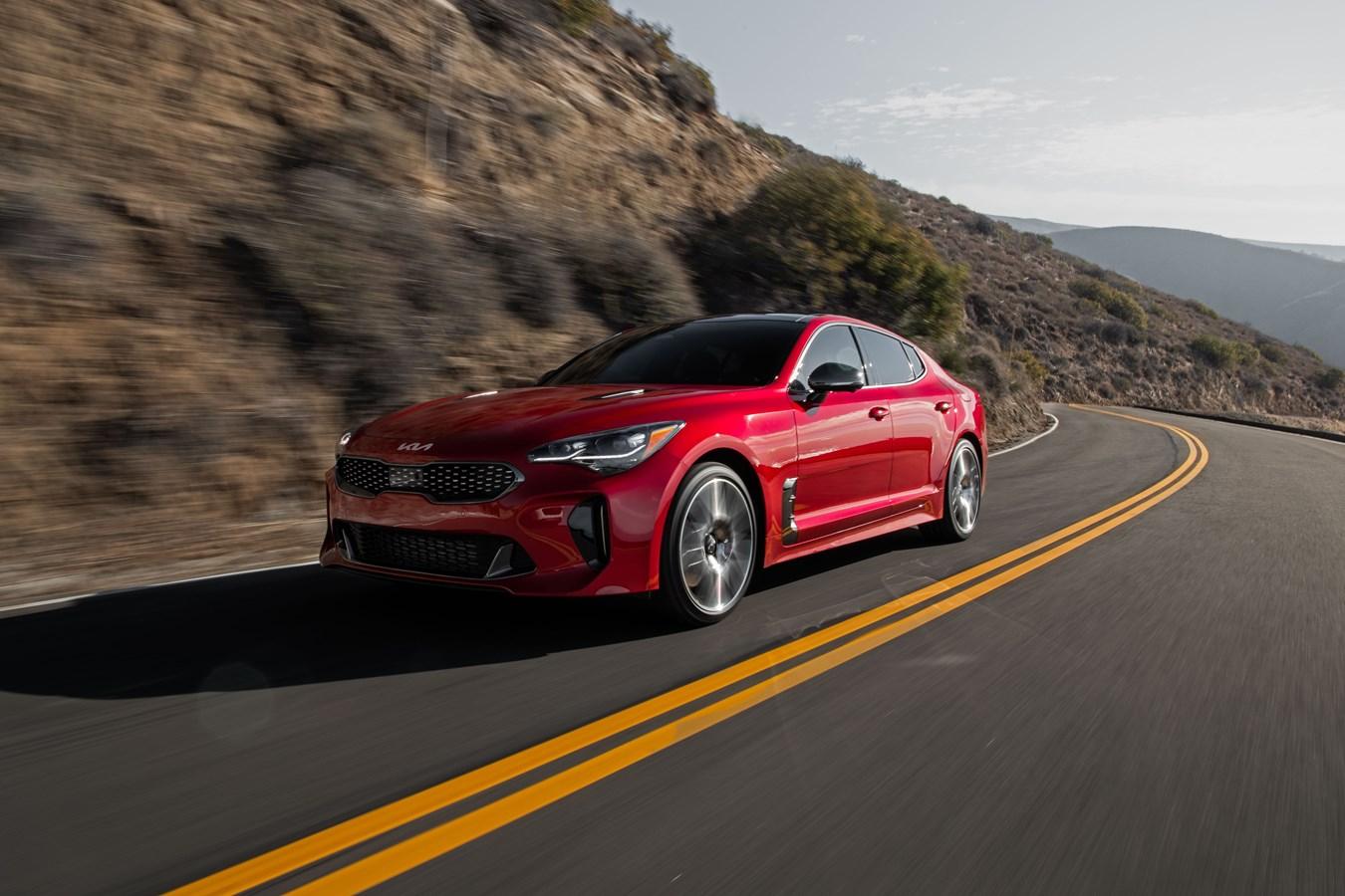 2022 Stinger GT front three-quarter dynamic action