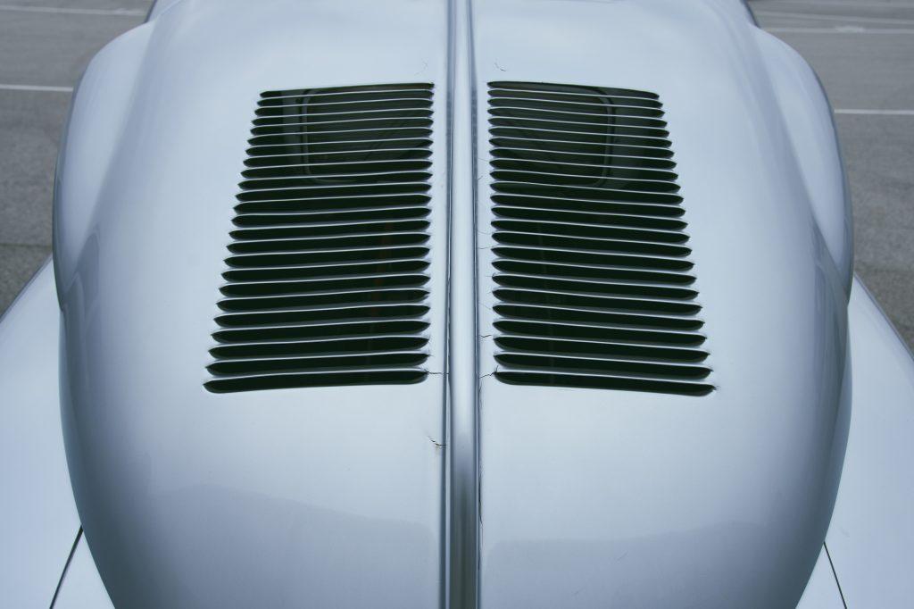 1947 Tatra T87 rear vent
