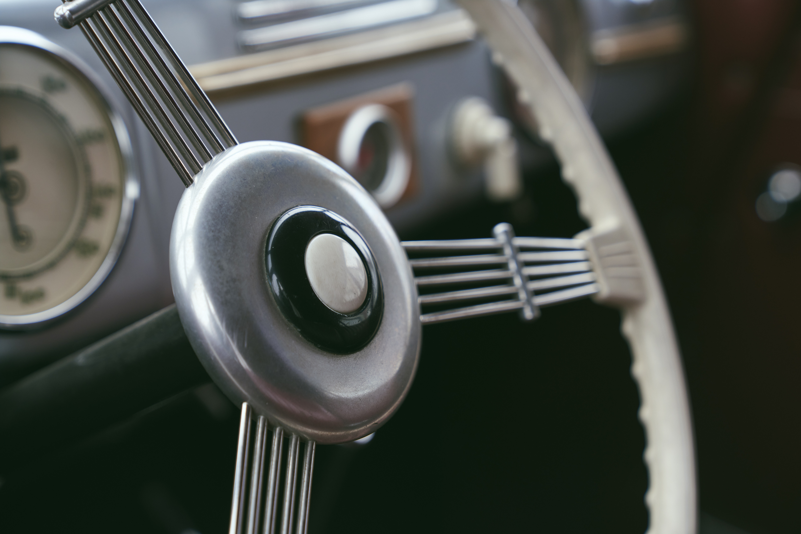 1947 Tatra T87 steering wheel detail