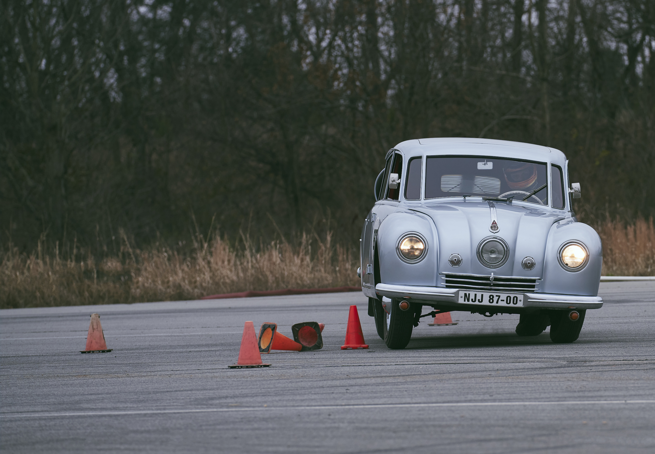 1947 Tatra T87 front track action