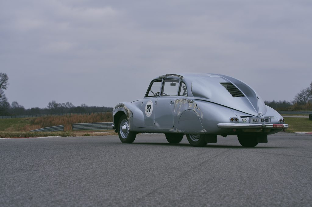 1947 Tatra T87 rear three-quarter crash damage