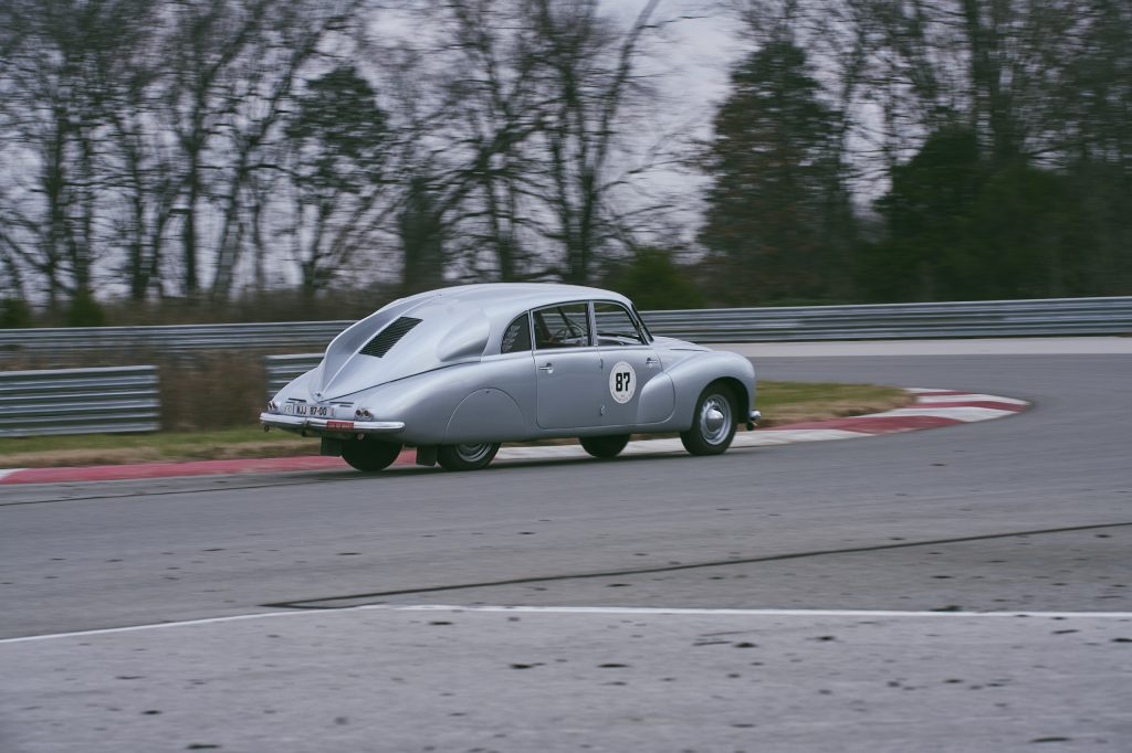1947 Tatra T87 rear three-quarter track action