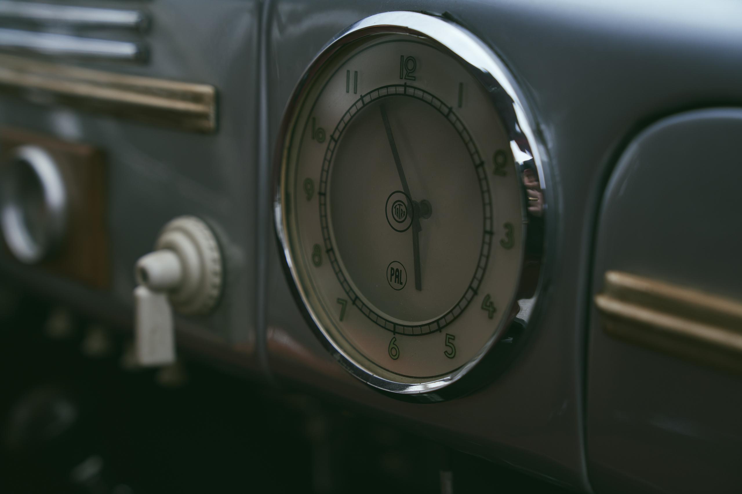 1947 Tatra T87 clock