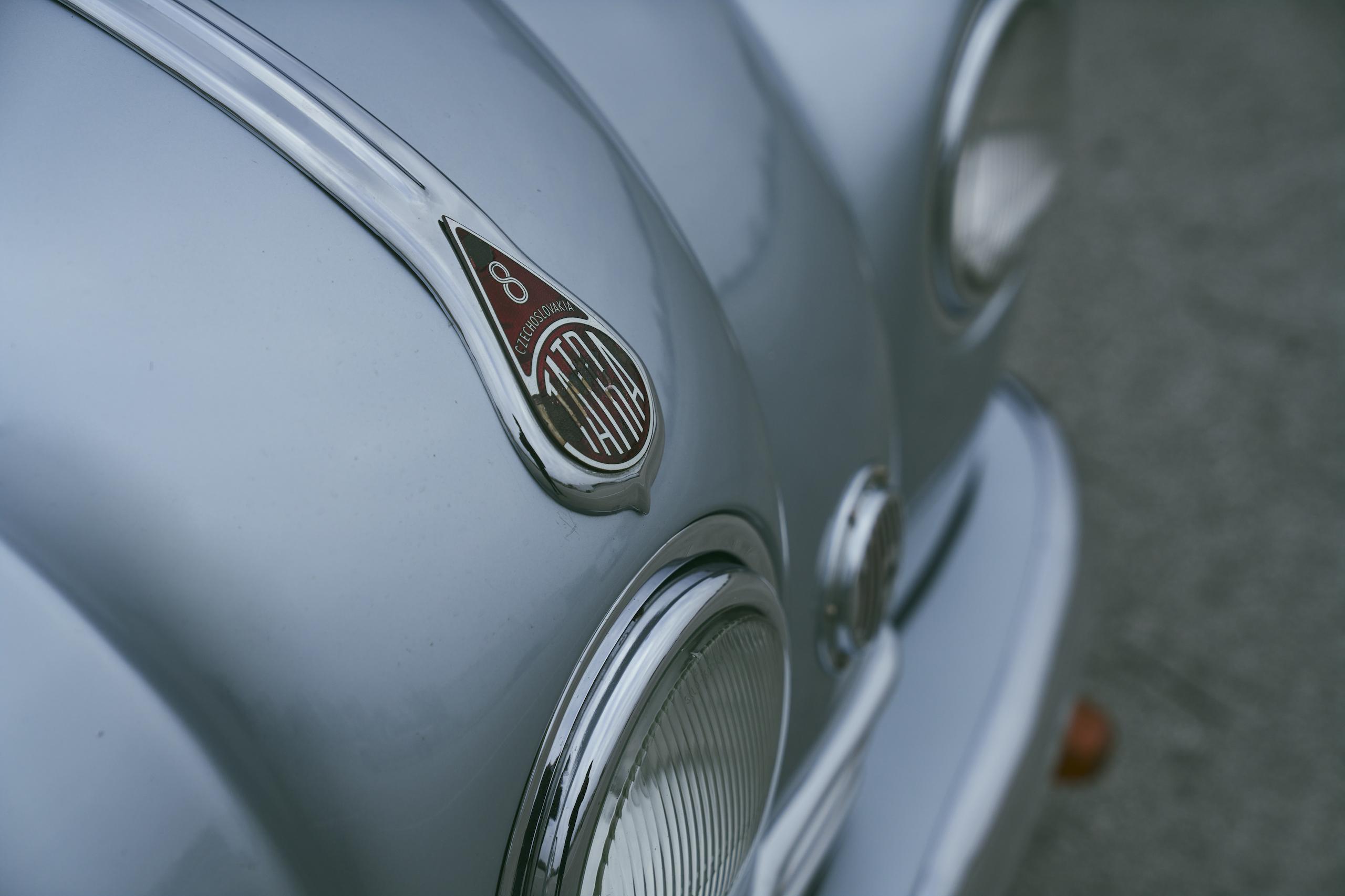 1947 Tatra T87 front badge