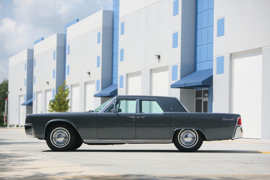 1962 Lincoln Continental side profile