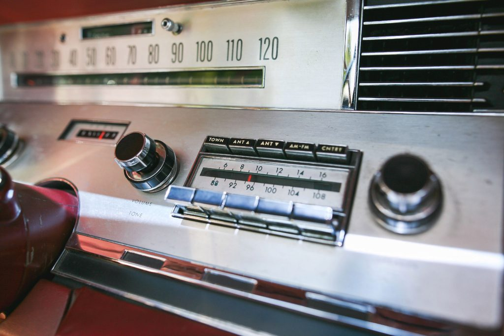 1967 Lincoln Continental interior radio detail
