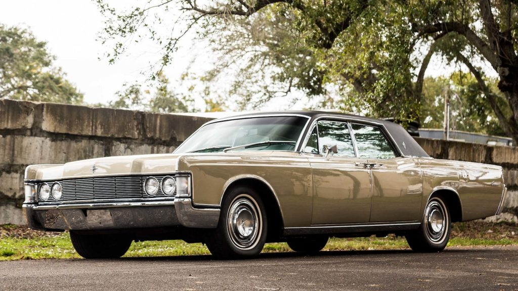 1968 Lincoln Continental front three-quarter