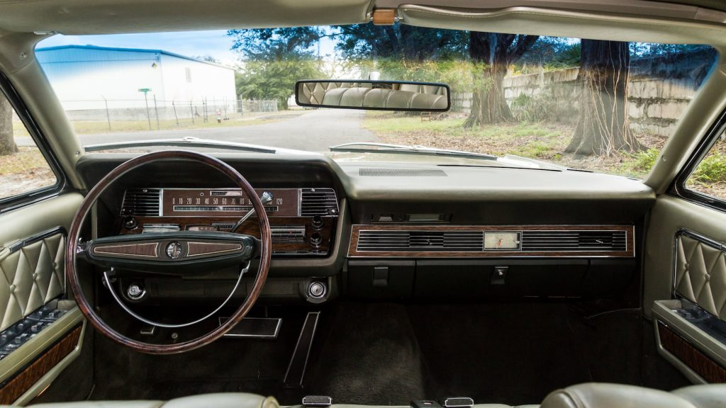 1968 Lincoln Continental interior front