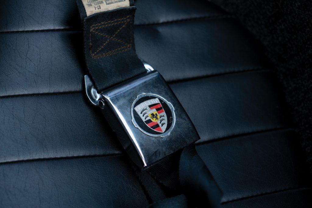 porsche 911 seat belt buckle detail
