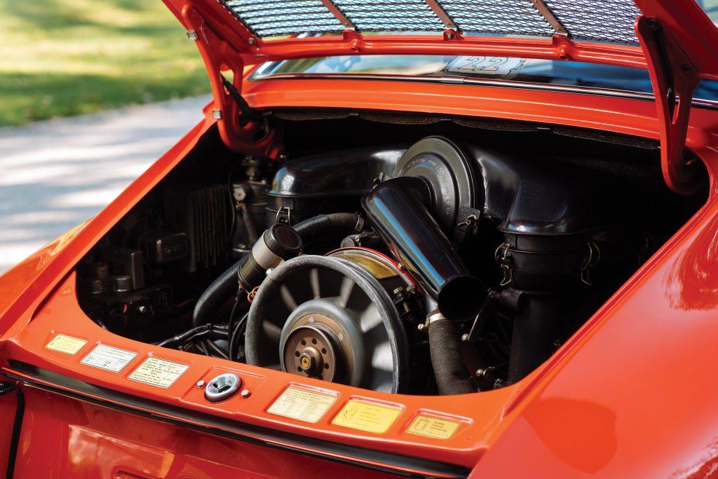 1970-Porsche-911-S-Coupe-engine