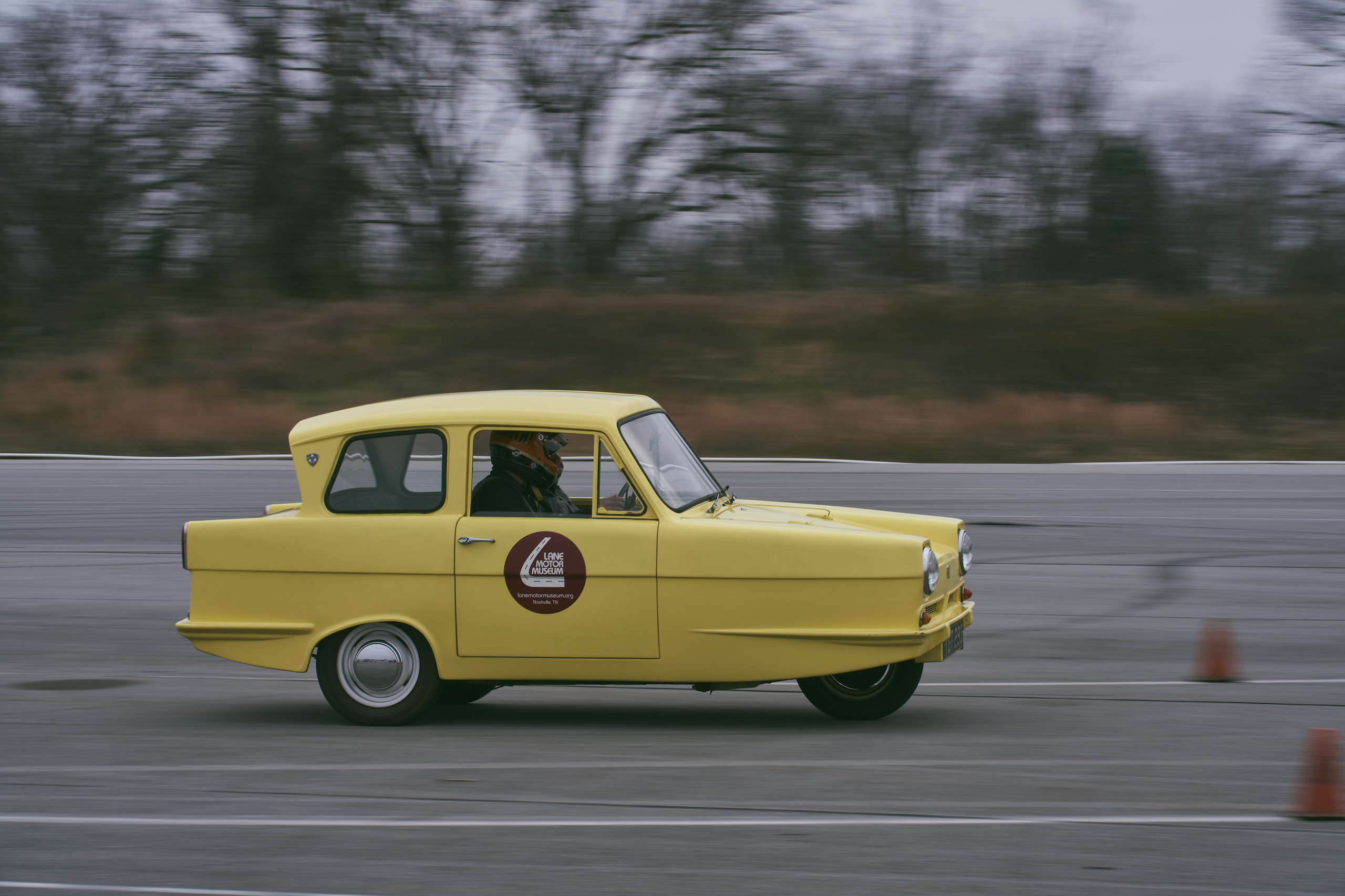 1971 Reliant Regal 330 side profile driving action