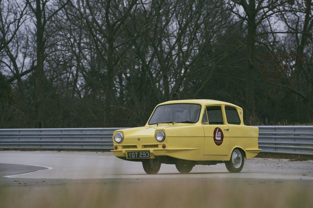 1971 Reliant Regal 330 front three-quarter