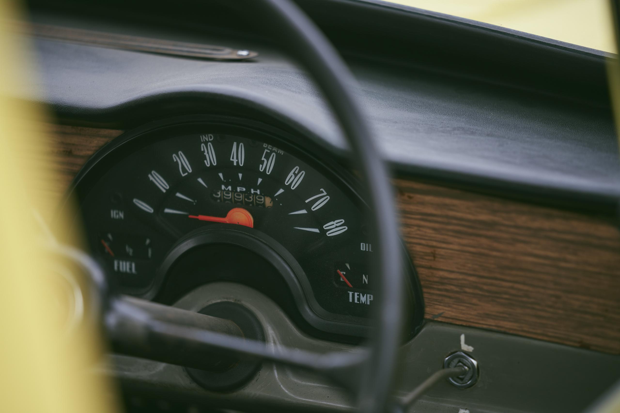 1971 Reliant Regal 330 interior speedo gauge detail