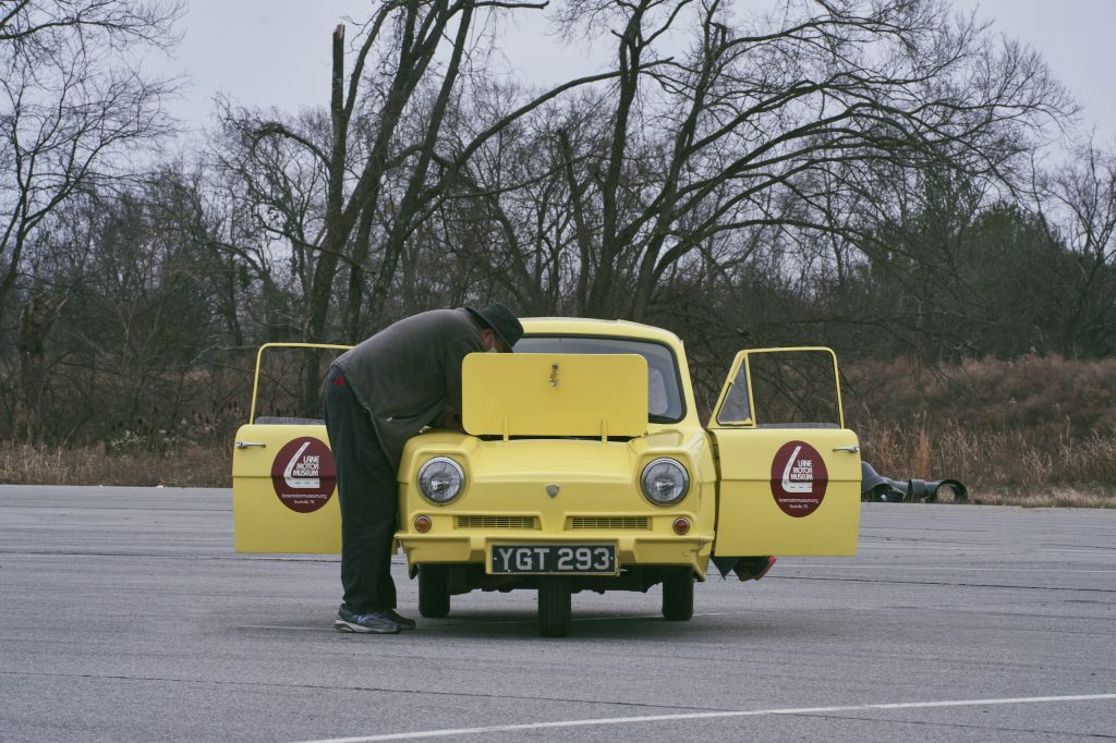 1971 Reliant Regal 330 front hatch man working