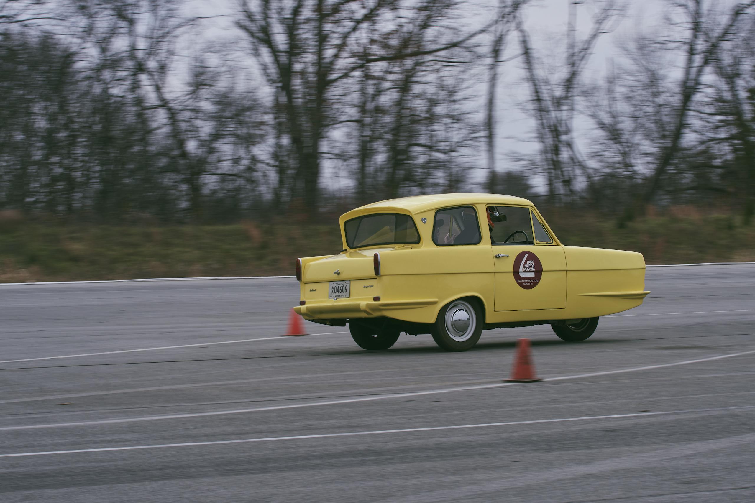 1971 Reliant Regal 330 front three-quarter driving action