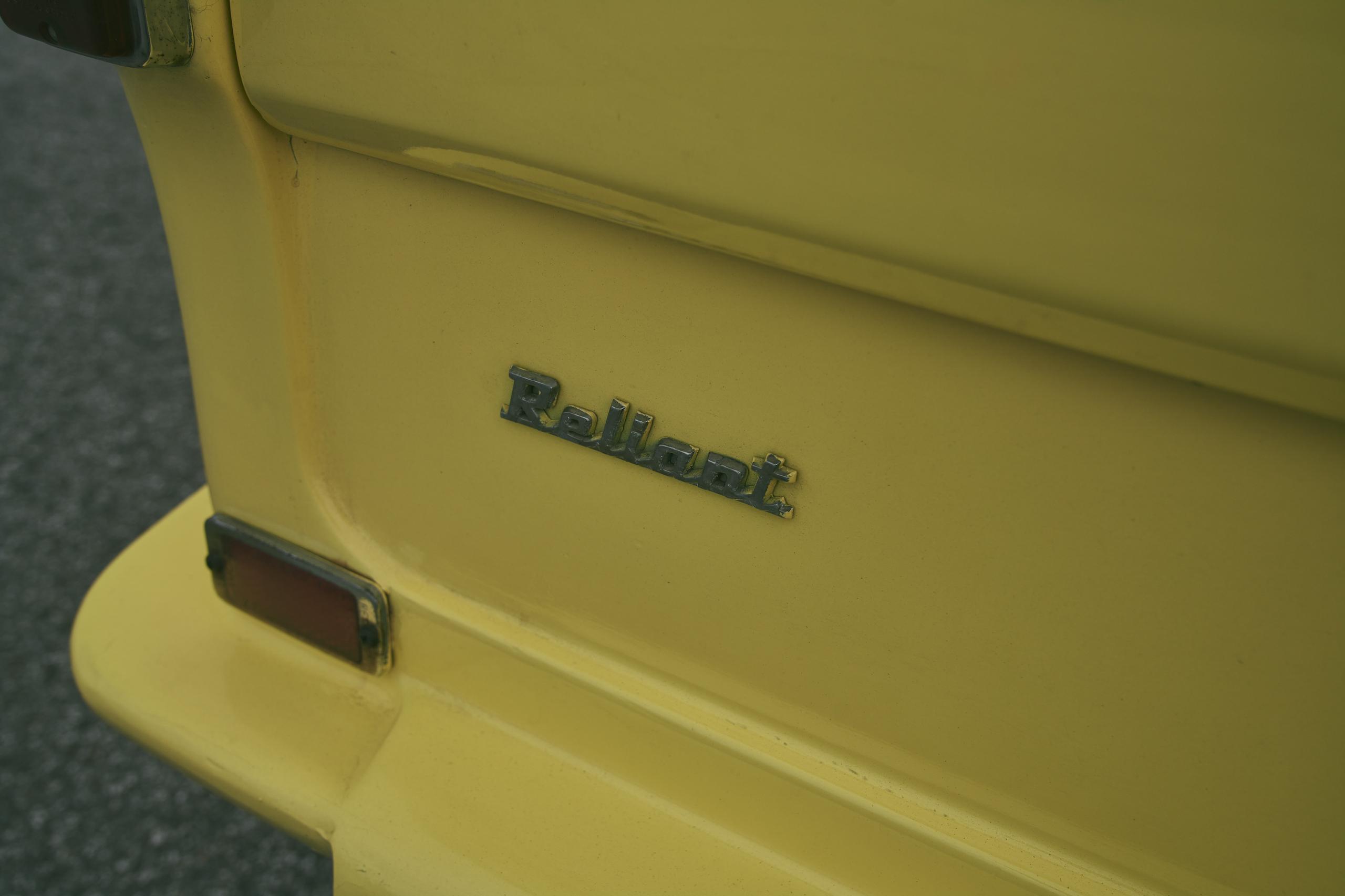 1971 Reliant Regal 330 badge