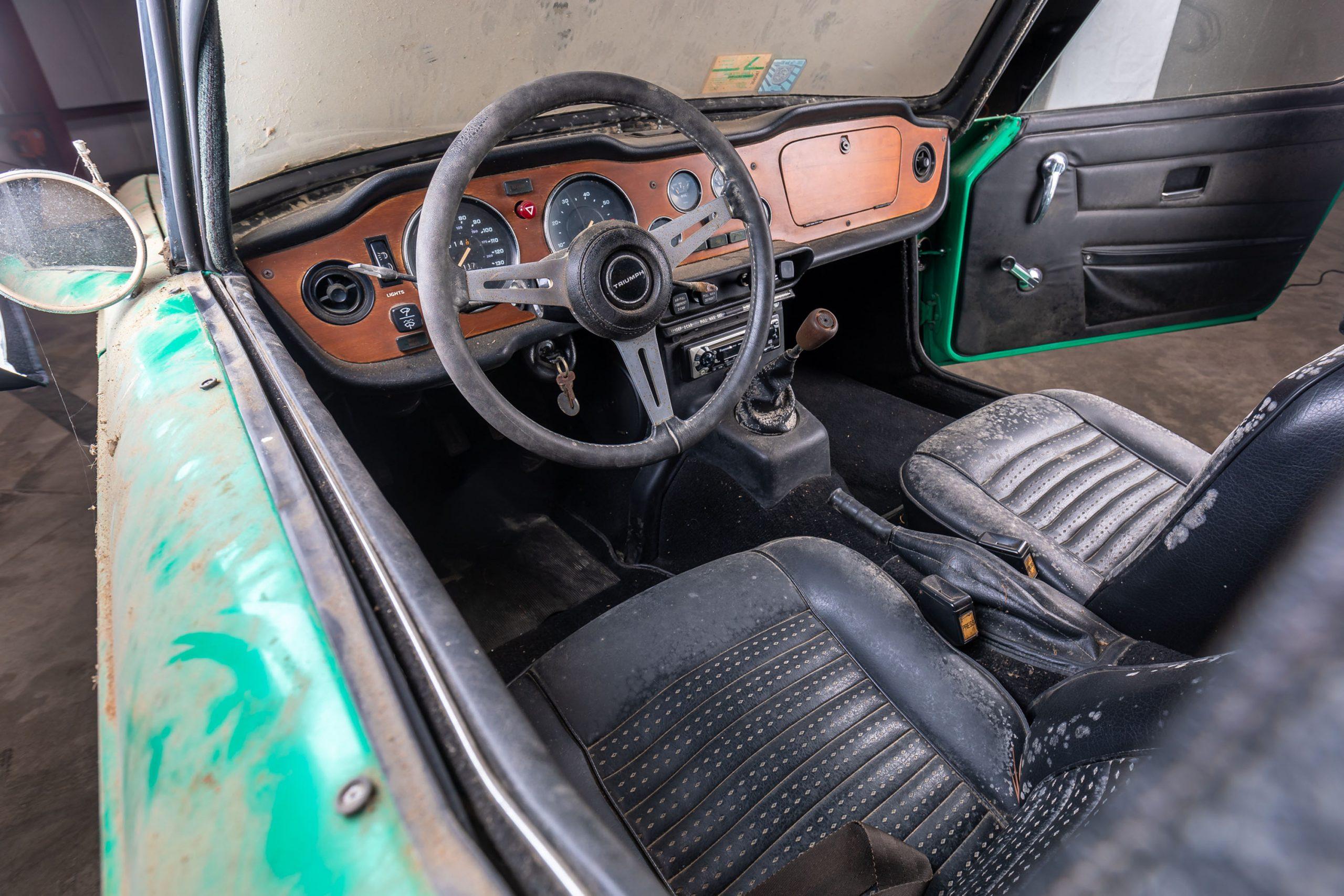 1976 Triumph TR6 Barn Find interior
