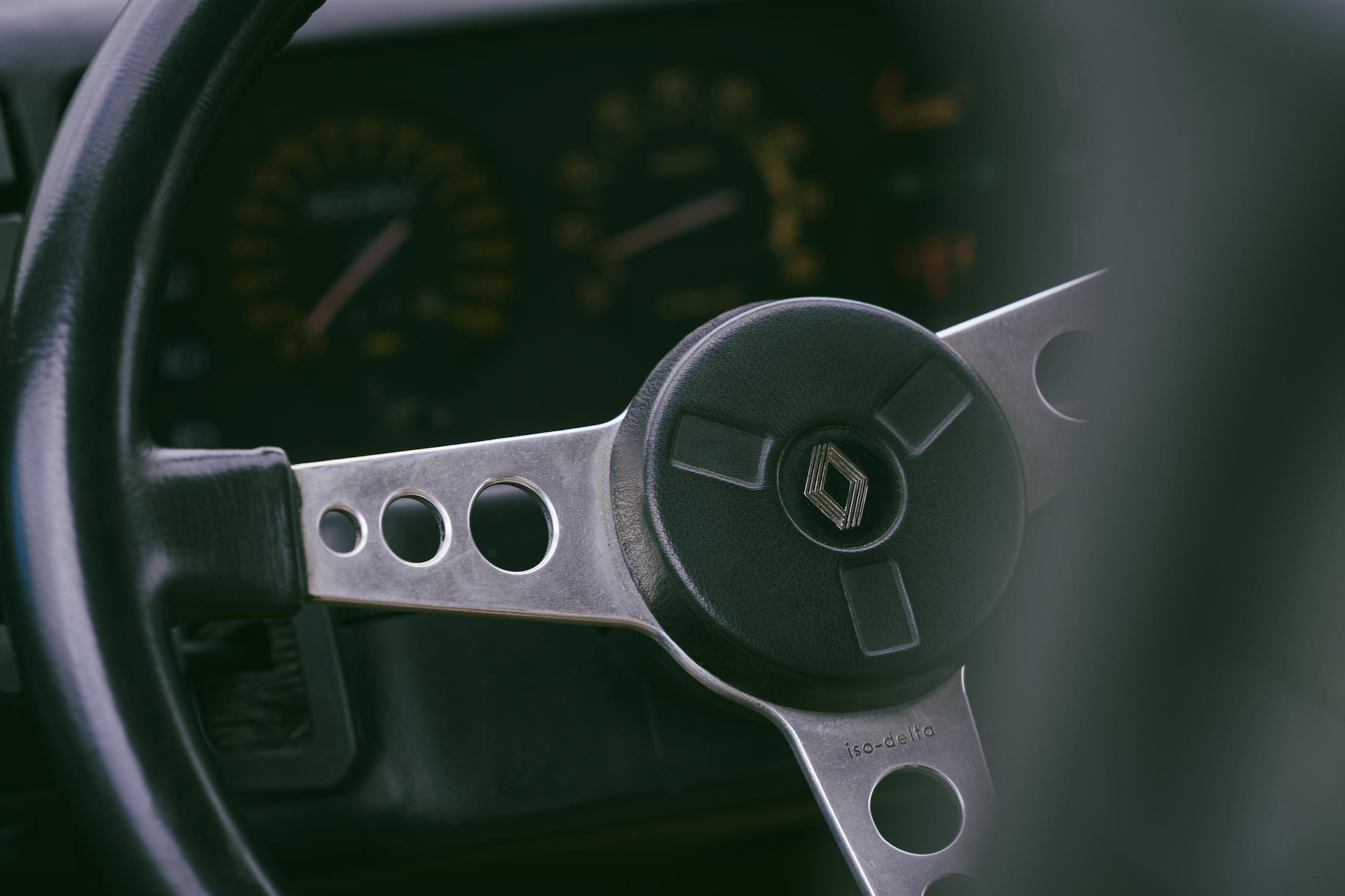 1985 Renault R5 Turbo 2 interior steering wheel detail
