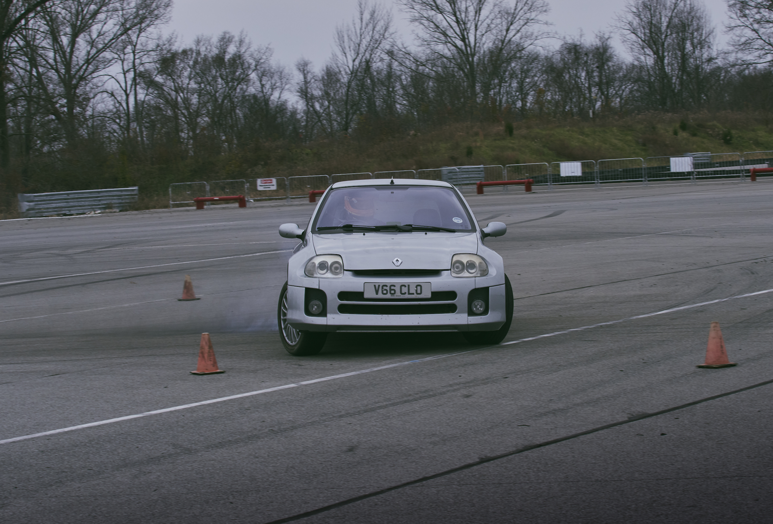 2002 Renault Clio V6 front track action