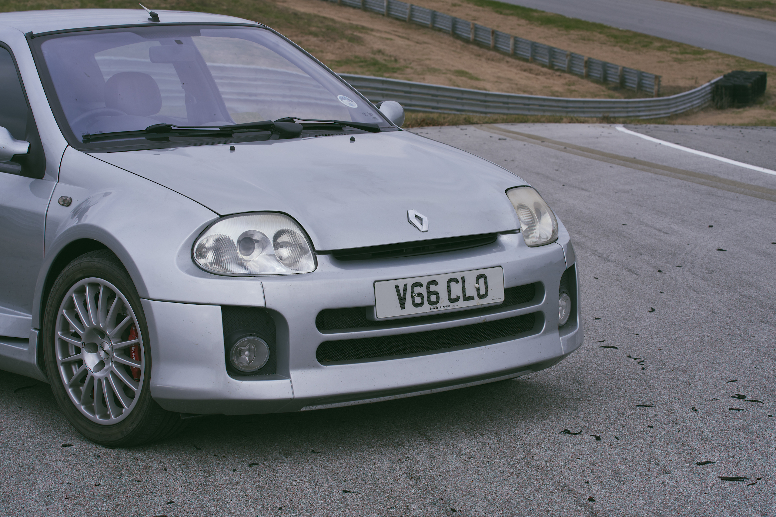 2002 Renault Clio V6 front