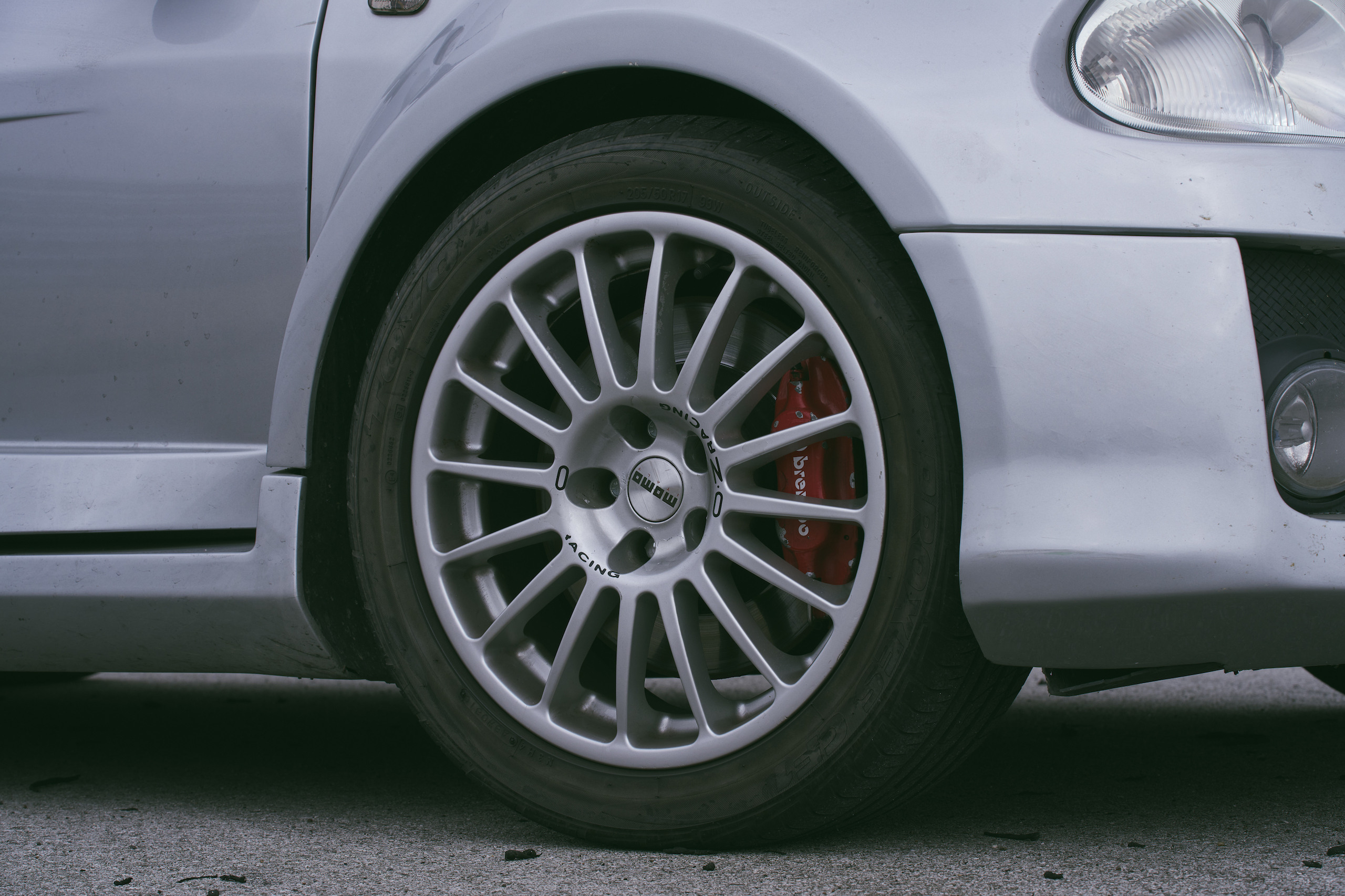 2002 Renault Clio V6 front wheel