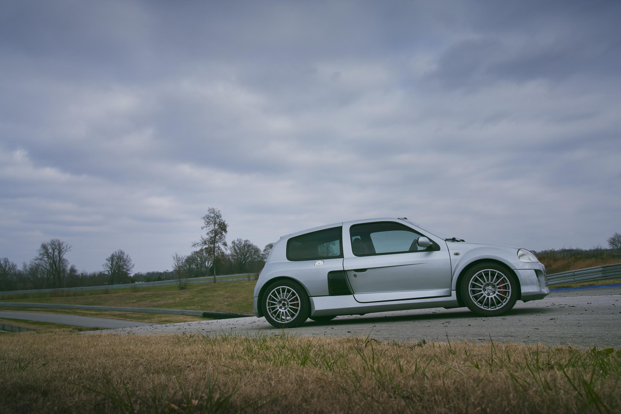 2002 Renault Clio V6 side profile
