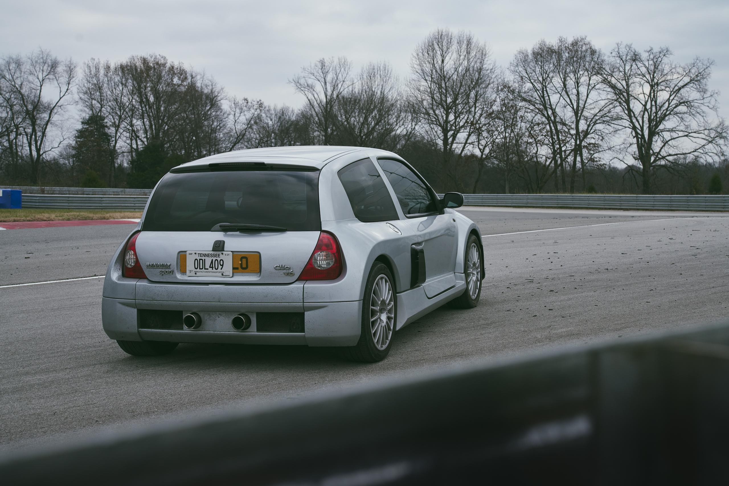 2002 Renault Clio V6 rear three-quarter