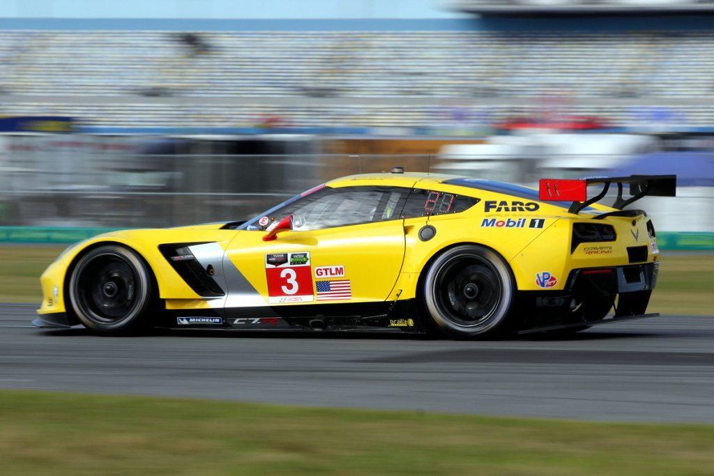 corvette c7.r on track