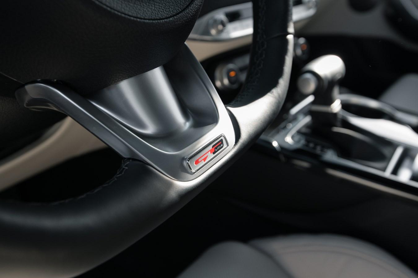 2022 Stinger GT-Line interior wheel detail