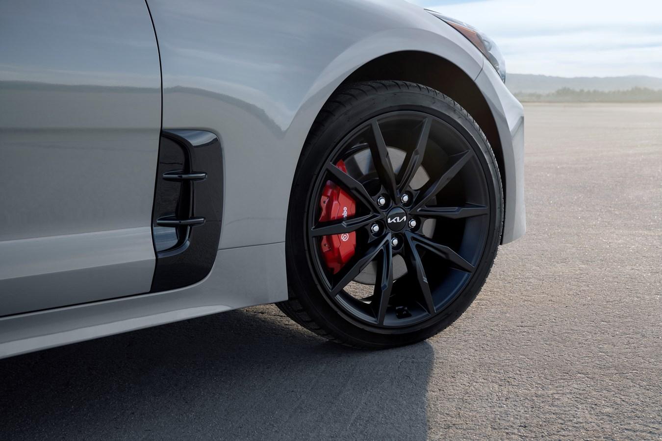2022 Stinger Scorpion Special Edition wheel tire brake detail