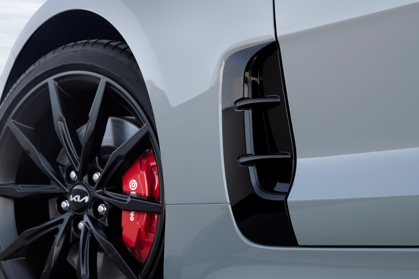 2022 Stinger Scorpion Special Edition vent wheel tire close
