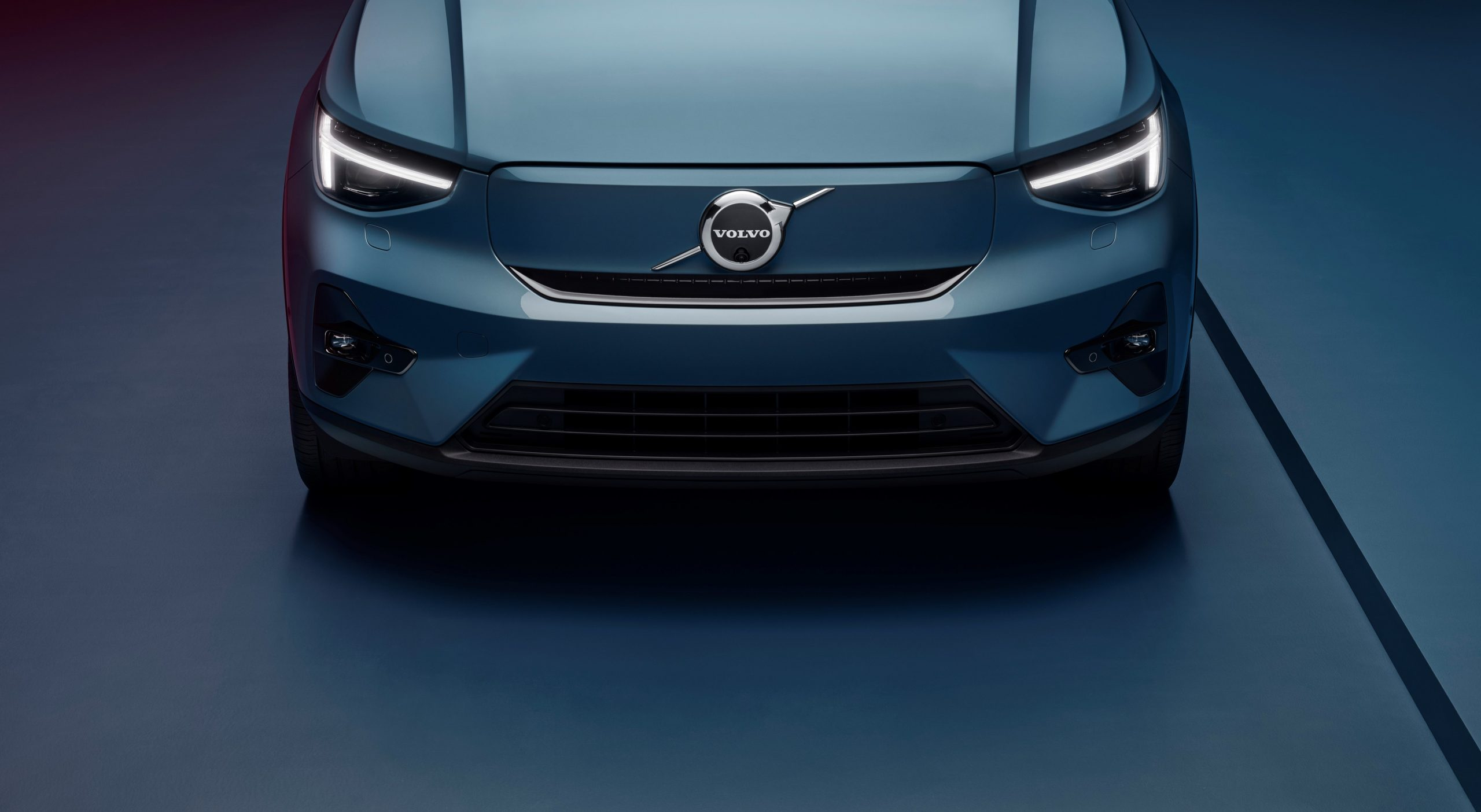 Volvo C40 Recharge front grille ev