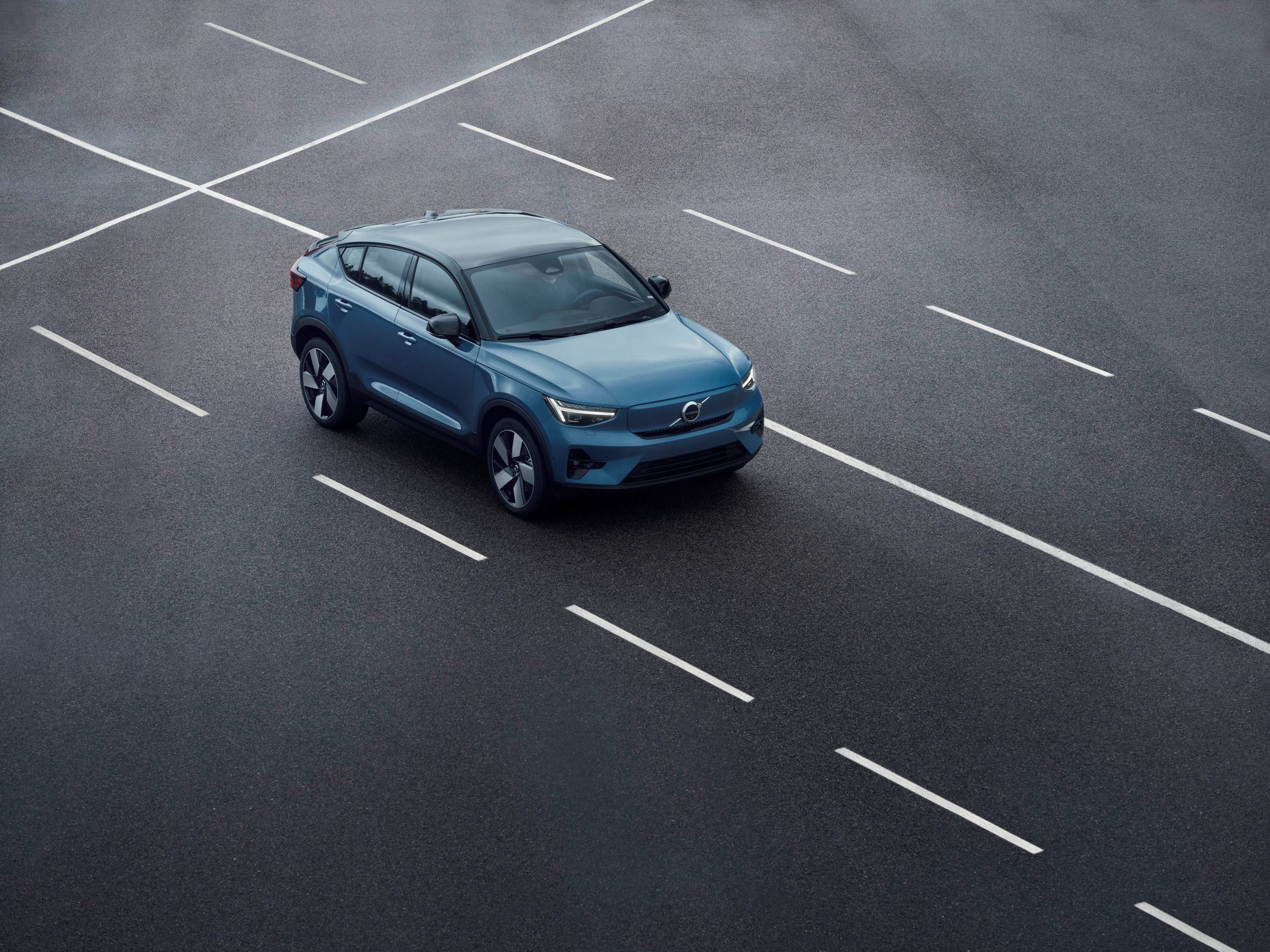Volvo C40 Recharge driving