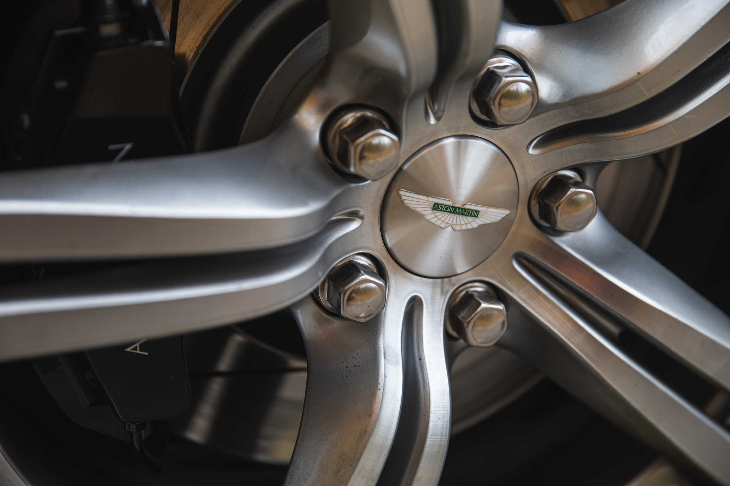 2007 Aston Martin Vantage V8 wheel cap detail