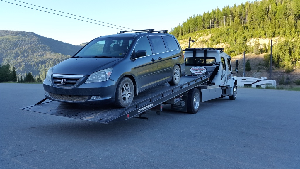 honda odyssey loaded on flatbed tow truck