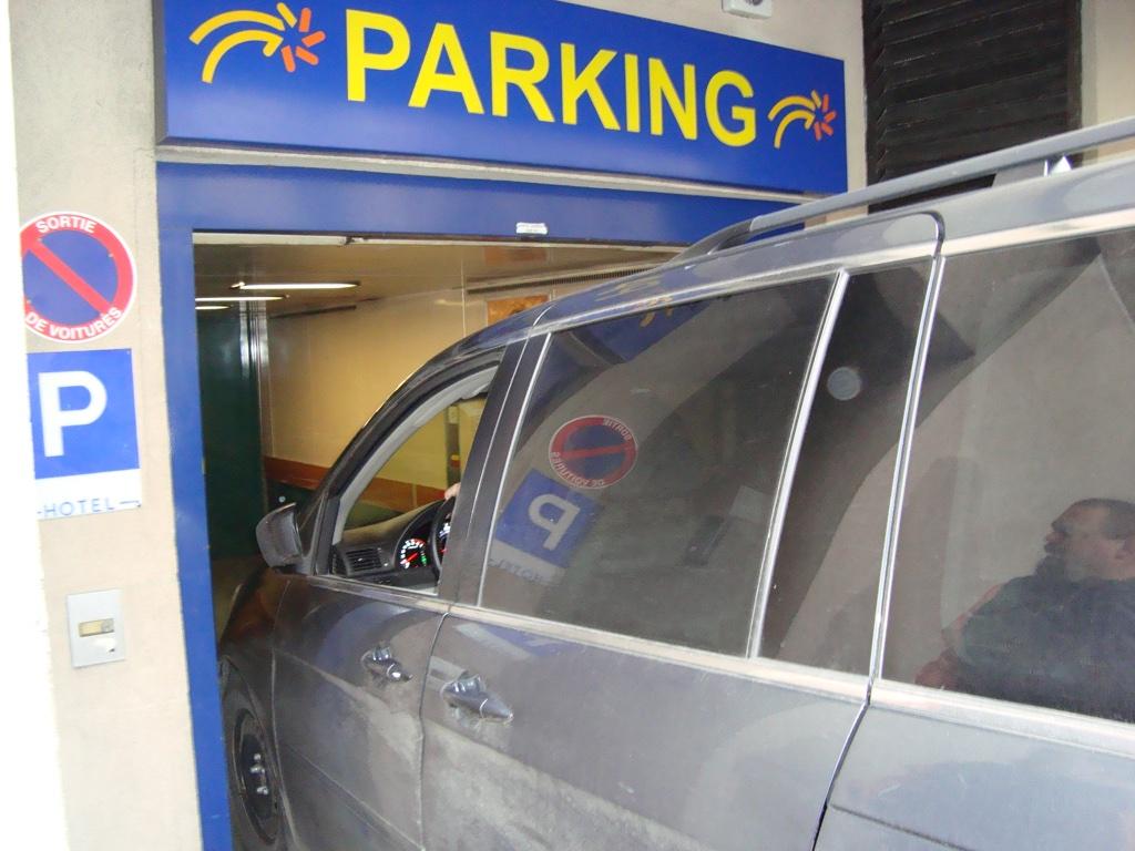 honda odyssey parking deck entry