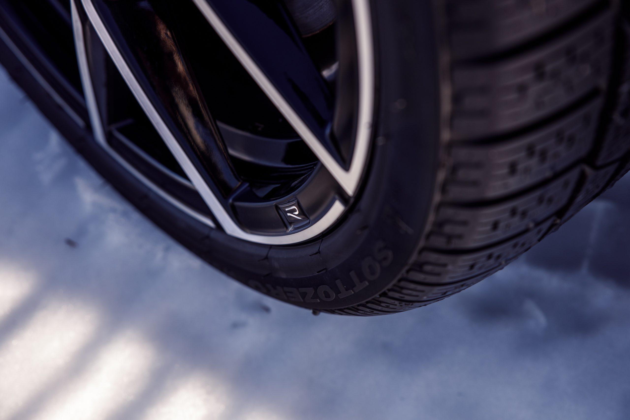 2022 Volkswagen Golf R wheel rim detail