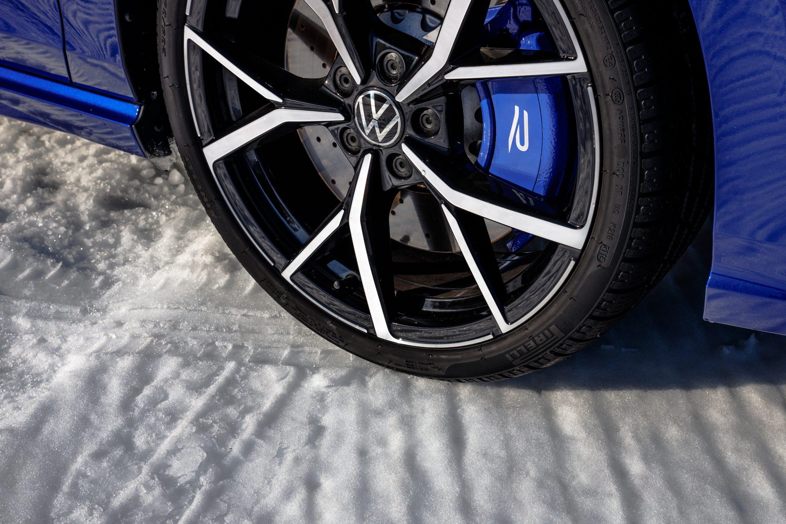 2022 Volkswagen Golf R wheel tire caliper close