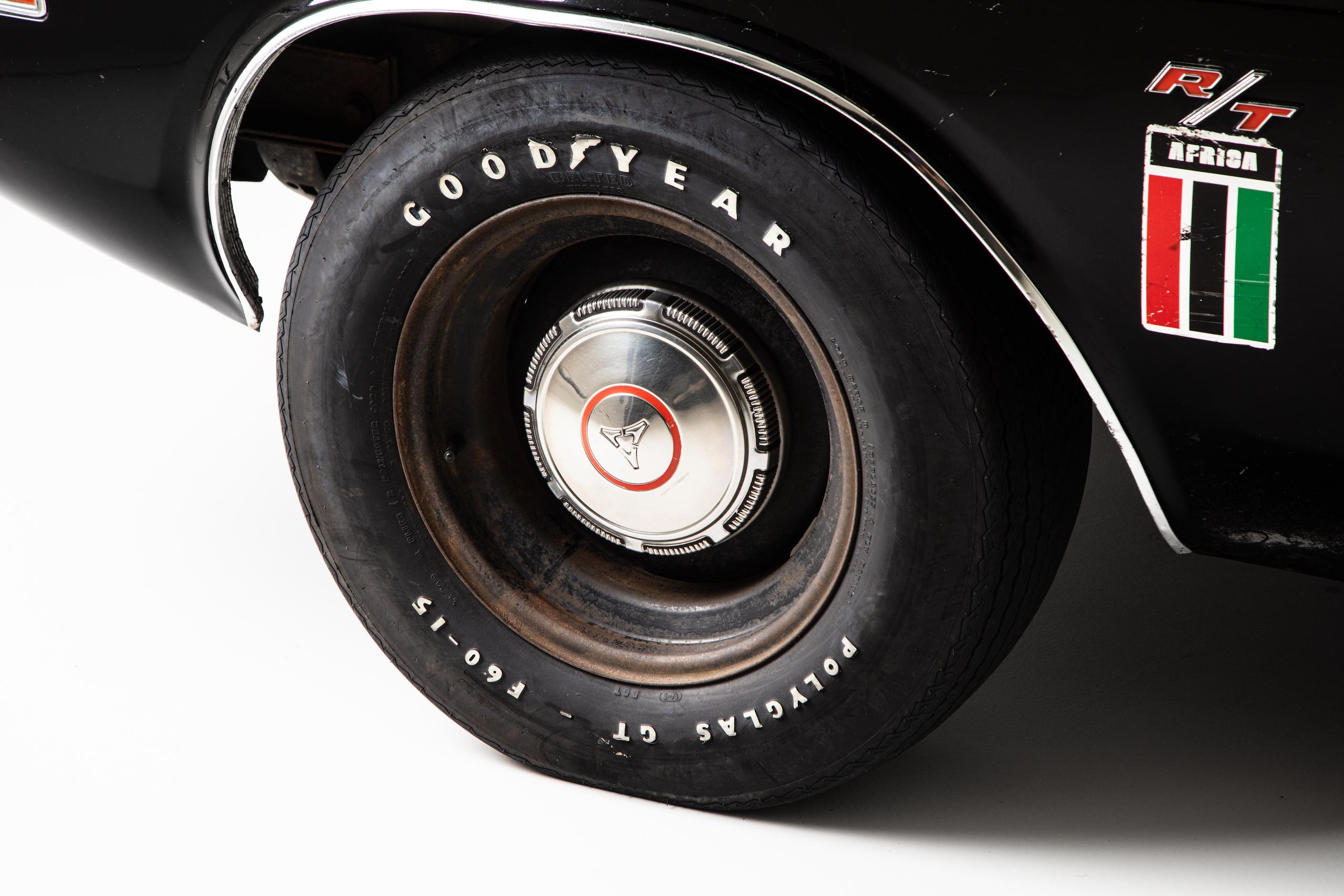 black ghost challenger front wheel detail
