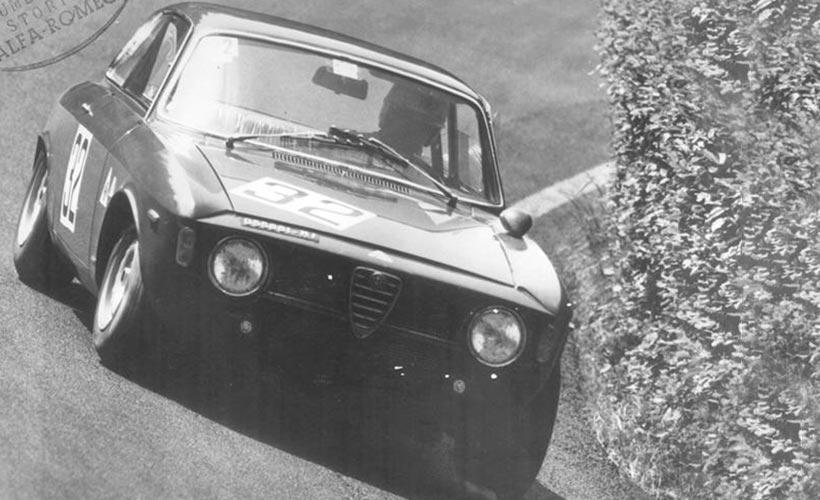 Alfa Romeo Giulia Sprint GTA on track