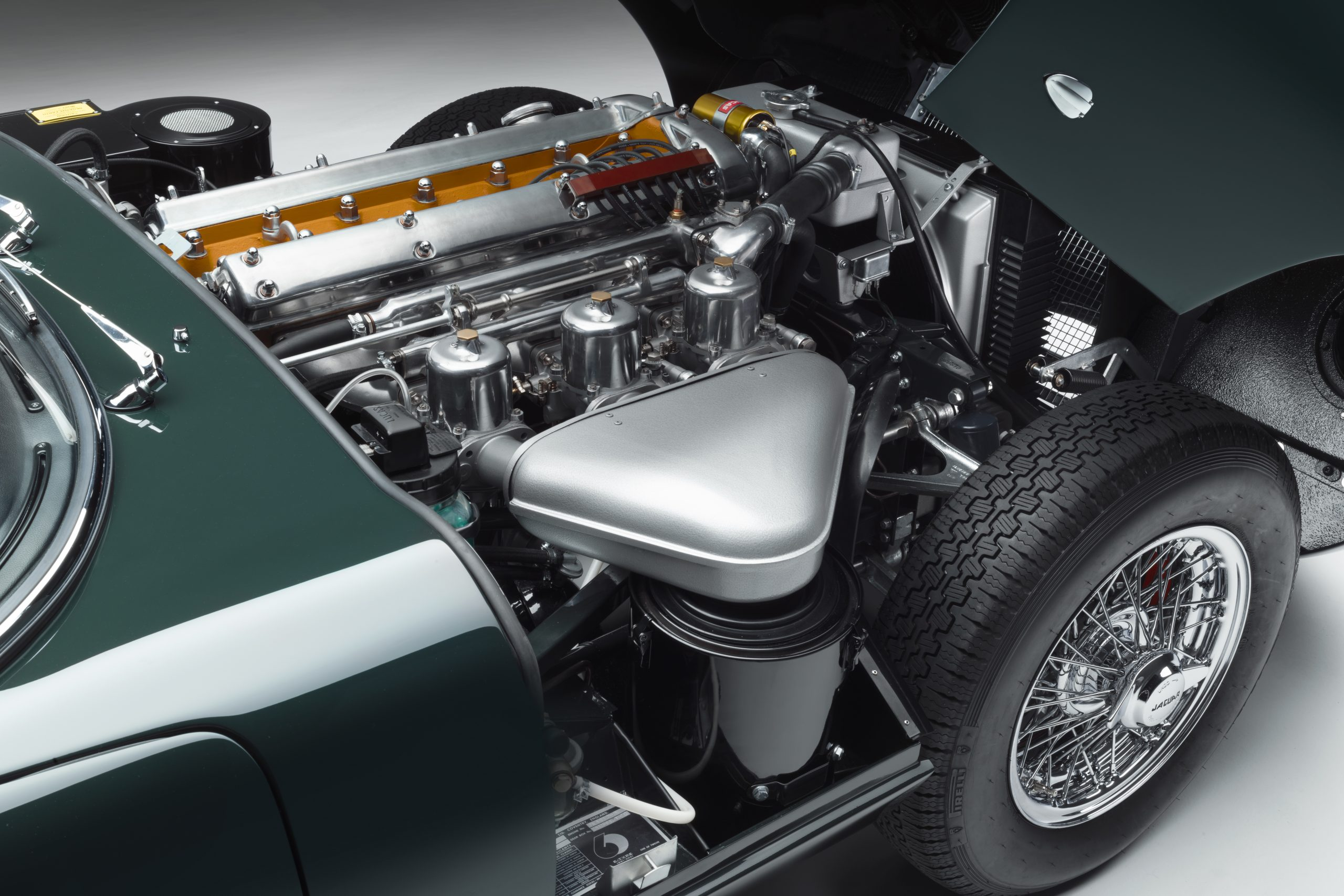 E-type 60 Edition Roadster_engine1